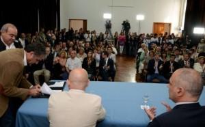 Buzzi firma contratos y licita obras por más de $200 millones
