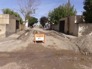Contruyen cordón cuneta en el barrio Zatti