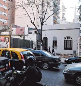 Tras la demolición de viviendas, ensanchan la avenida Alberdi