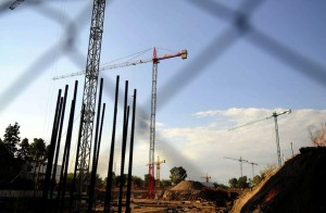 Más de 500 obreros y 12 grúas para construir 1.000 viviendas enMendoza