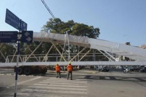Llegó el puente peatonal que cruzará las vías de la Mendoza