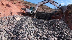Máquinas Patagónicas SRL y Sombra Construcciones Construyen muros para contener los aluviones en Ruta 7 Neuquen $ 7,2 Millones