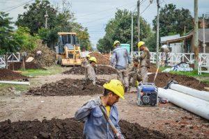 Nueva red colectora cloacal e infraestructura vial en barrios de Paraná