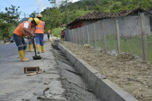 Redes de gas para el Stella Maris y cordones cuneta para el Roque González $8 Millones