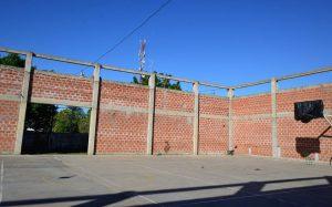 Culminación del polideportivo de la secundaria 2 Francisco Ramírez en San Salvador EERR $ 5 Millones  2 ofertas