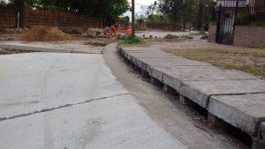 Paulina Castro de Demartín e Hijos SRL coloca conductos para los nuevos desagües pluviales en la obra de repavimentación de Avenida Newbery de Paraná $42 Millones