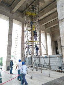 Por tercer año, se celebra el Día de la Bandera con el monumento en obras