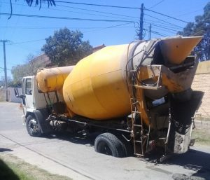 Otro camión se hundió en Valle Viejo