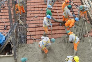 Empleo, cemento, obra pública y privada marcan los altibajos de la construcción
