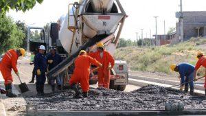 Zapala comenzó un plan de asfalto en la zona de El Cañadón