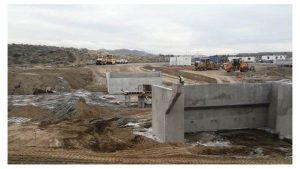 Construyen un puente en el arroyo La Mata para poder reabrir el camino Perón (Comodoro R.)