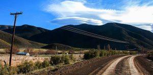 Firmaron los contratos para electrificar la zona rural en el sur de Neuquén