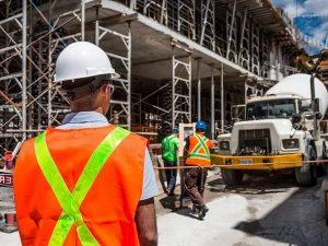 La prohibición de despedir no alcanza a los trabajadores de la construcción