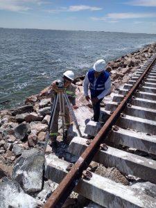 Avanza la reparación del pedraplén ferroviario sobre la laguna La Picasa