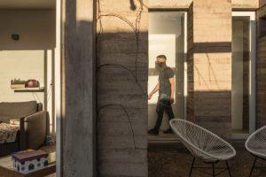 La tendencia de habitar una casa que aún no está terminada